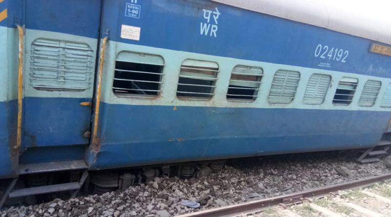 Four People Nursing Injuries after 13 Coaches of Chapra-Surat Tapti Ganga Express Derail in Bihar